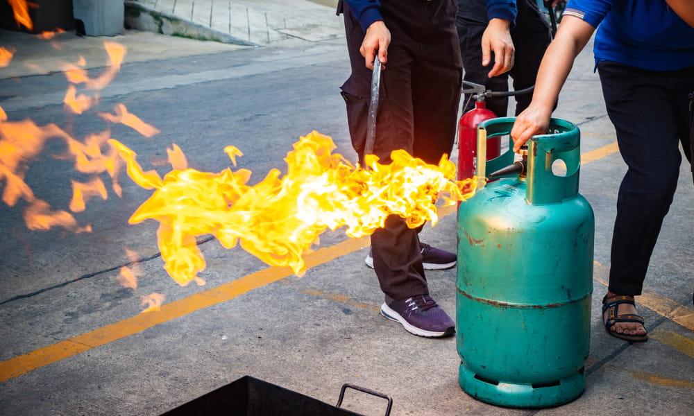 NR 16: Atividades e Operações Perigosas: materiais inflamáveis.