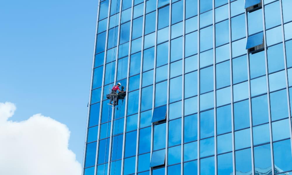 NR 35: Trabalho em altura: equipamentos de proteção.